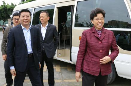 四川省总工会主席李登菊一行访问万博manbetx手机版登入