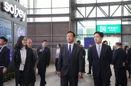 四川电视节|国家广电总局、四川省委领导莅临万博manbetx手机版登入展台参观